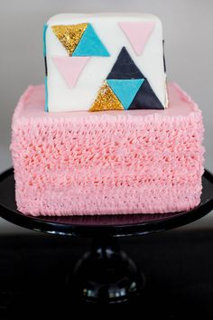 Modern geometric cake by Jenny Cookies | 100 Layer Cakelet #babyshower