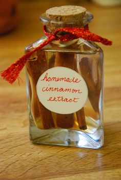 Homemade Vanilla and Cinnamon Extracts Life Made Full is part of Homemade vanilla - Homemade Vanilla and Cinnamon Extracts Easy recipe, awesome gift! You can make it today with ease Homemade Vanilla and Cinnamon is great! Homemade Spices, Homemade Seasonings, Homemade Gifts, Homemade Smoker, Cinnamon Extract, Homemade Vanilla Extract, Spice Blends, Spice Mixes, Vanille Paste