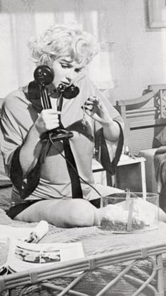 Phoning (her benefactor?) while appraising a diamond gift in Some Like It Hot, Miss Marilyn Monroe. Marilyn Monroe Diamonds, Marilyn Monroe Photos, Norma Jeane, Golden Age Of Hollywood, Black And White Pictures, Most Beautiful Women, American Actress, Vintage Photos, Singer