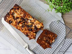 One Bowl Melt and Mix Date and Apricot Loaf - Cooking for Busy Mums Date And Walnut Loaf, Yummy Treats, Yummy Food, Tasty, Coffee Cake Muffins, Cake Mix Recipes, Bread Recipes, Cooking Recipes, Gluten Free Cakes