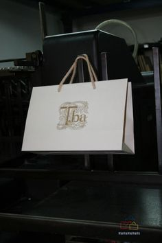 ¿Necesitas bolsas de papel de lujo, impresas con tu marca? Bolsapubli te ofrece una gran variedad de modelos en bolsas de lujo impresas. Pásate al lujo.