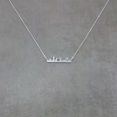 London is a magnificent city home to the London Bridge, Big Ben, and the London Eye. This pendant celebrates all the great things about London in a beautiful necklace. Pendant: - Stainless steel with
