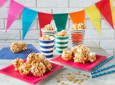 Great idea for Kinder party. Carmel Popcorn, Popcorn Balls, Cereal, Goodies, Tasty, Breakfast, Sweet, Recipes, Baking Ideas