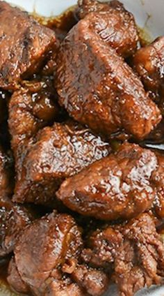 Pork Adobo Filipino Pork Adobo is a Filipino dish that I've shared before. This one is more traditional- the pork meat is simmered in garlic, soy sauce and vinegar. Meat Recipes, Asian Recipes, Mexican Food Recipes, Chicken Recipes, Dinner Recipes, Cooking Recipes, Healthy Recipes, Ono Kine Recipes, Easy Filipino Recipes