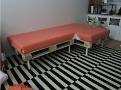 Pallett sofa