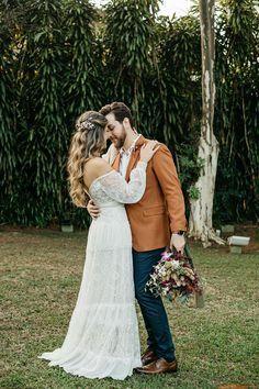 Fabiana e Evandro | O casal celebrou a união em uma linda cerimônia Elope Wedding, Dream Wedding Dresses, Wedding Pics, Boho Wedding, Wedding Hair And Makeup, Insta Photo, Marry Me, Wedding Hairstyles, Wedding Planning