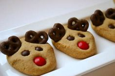 Peanut Butter Reindeer Cookies plus 19 other Christmas Cookie Exchange Recipes. Six Sisters' Stuff: Fresh Food Friday: Christmas Desserts Easy, Christmas Treats, Holiday Treats, Holiday Recipes, Reindeer Christmas, Christmas Parties, Gingerbread Reindeer, Christmas Candy, Christmas Stuff