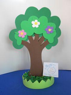 Compre Árvore de Flôres no Elo7 por R$ 5,90 | Encontre mais produtos de Festa Fazendinha e Aniversário e Festas parcelando em até 12 vezes | Entregue brindes em uma linda bolsa! Encante seus convidados com uma linda decoração! Árvore de Flôres feita em EVA para lembrancinha e decoração..., 6C767D Kids Crafts, Tree Crafts, Diy And Crafts, Arts And Crafts, Cardboard Tree, Vegetable Crafts, Balloon Surprise, Masha And The Bear, 3d Craft