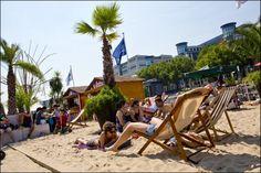 Brussel Bad is 'the place to be' in de hoofdstad tijdens de zomer. Naast een zomerse sfeer met strandhutjes is er ook sport, cultuur, kunst en ontspanning voor iedereen.