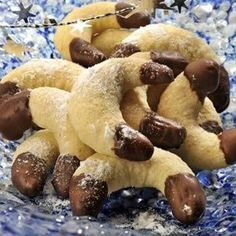 kokosové rohlíčky Slovak Recipes, Czech Recipes, Hungarian Recipes, Christmas Sweets, Christmas Baking, Macaroons, Churros, Christmas Cookies, Sweet Recipes