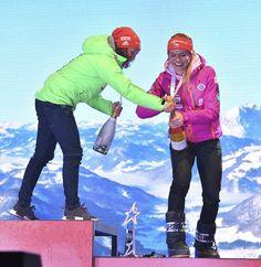 Německá vítězka Laura Dahlmeierová pomohla Gabriele Koukalové se šampaňským Bronze, Sport, Deporte, Sports
