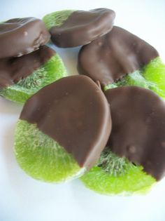 Items similar to Chocolate dipped Kiwi Fruit Dried Fruit, 8 oz Bag half pound bag, Chocolate and Dried Kiwi Favors Bagged Fresh Made to Order on Etsy Dried Fruit, Chocolate Covered Fruit, Chocolate Desserts, Fruit Recipes, Dessert Recipes, Sour Candy, Wedding Candy, Clean Eating Snacks, Desert Recipes