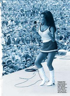 1967- USO xmas Da-Nang- Raquel-Welch