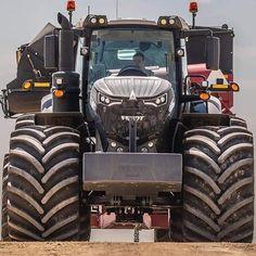 Most Crazy Farm John Deere - New Holland - Massey Ferguson Big Tractors, John Deere Tractors, Cool Trucks, Big Trucks, Tractor Attachments, Road Train, Engin, Heavy Machinery, Heavy Equipment