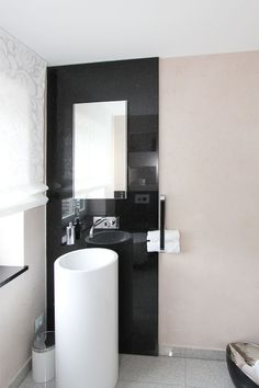 Moderne Badgestaltung mit schwarz-weiß Kontrasten Modern, Toilet, Vanity, Bathroom, Monochrome, Dressing Tables, Washroom, Trendy Tree, Flush Toilet