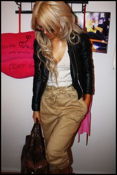 Love this baggy pants look! So cute and comfy