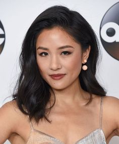 11 Collarbone Cuts That'll Convince You to Make the Chop Keep reading to see some of our favorite collarbone length hair looks, from balayaged beach waves to razor-straight ink-black strands. Collarbone Length Hair, Shoulder Length Hair, Medium Hair Cuts, Medium Hair Styles, Medium Length Hair Straight, Asian Short Hair, Hair Cuts Asian, Medium Asian Hair, Asian Hair Lob