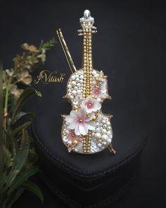 Diamond Earrings, Brooch, Crown, Jewelry, Fashion, Jewellery Making, Moda, Jewelery, Brooches