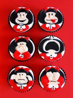 """Para las fans de la traviesa e inteligente niña """"Mafalda"""" estos panquecitos con sus caras mas expresiva!"""