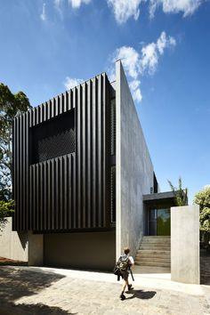 Take a tour of the incredible Richmond Inner City House from episode season 4 of Grand Designs Australia. Best Exterior Paint, Exterior Paint Colors For House, Modern Exterior, Exterior Design, Exterior Homes, Australian Architecture, Residential Architecture, Grand Designs Australia, Villa