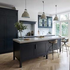 Mowlem & Co Bespoke Handmade Kitchens using the finest materials. Luxury kitchens in the North East and London Home Decor Kitchen, Rustic Kitchen, New Kitchen, Modern Shaker Kitchen, Kitchen Island, Luxury Kitchens, Cool Kitchens, Cocinas Color Chocolate, Cocinas Kitchen