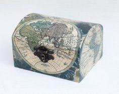 Beige Wooden Box Distressed Box Treasury Box por MyHouseOfDreams