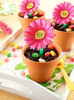 Aren't these spring ice cream treats adorable? Perfect for a birthday party, or a spring picnic.