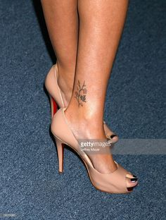 Photo d'actualité : Actress Sarah Michelle Gellar's shoes and tattoo...