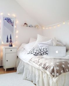 How to decorate your room with string lights