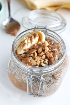 If you love almond butter, then you need this Almond Butter Chia Pudding in your life! | thealmondeater.com