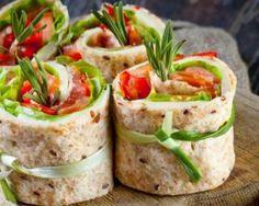 Wraps de blé régime saumon fumé et poivron : http://www.fourchette-et-bikini.fr/recettes/recettes-minceur/wraps-de-ble-regime-saumon-fume-et-poivron.html