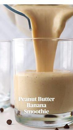 Fruit Smoothie Recipes, Easy Smoothies, Breakfast Smoothies, Smoothie Drinks, Healthy Peanut Butter Smoothie, Healthy Milkshake, Easy Healthy Smoothie Recipes, Almond Butter Smoothie, Smoothies With Almond Milk