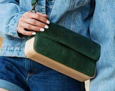 Items similar to Wood bag/Wooden bag/Leather wood bag/Wood purse/Leather purse/Leather bag/Handmade leather bag/Green leather bag/Wooden leather bags/Bag on Etsy Black Leather Bags, Green Leather, Leather Purses, Leather Handbags, Leather Bags Handmade, Handmade Bags, Leather Craft, Safari Look, Wooden Purse