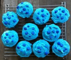 Blue Velvet Cupcakes, Blue Sweets, Blue Food, Food To Go, Portable Food