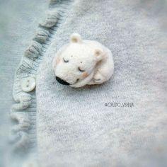 Купить Умка (брошь из шерсти) - Валяние, зима, брошь, белый, подарок, украшение, сувенир, медвежонок