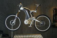 Das M55 The Beast kombiniert Terminator- Optik und fette E-Bike-Power. Infos, Bilder und Video gibt's hier. Plus: E-MTBs im Überblick.