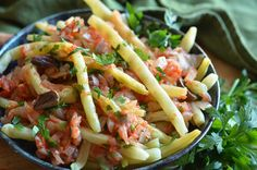 Easy Pasta Salad Recipe, Easy Salad Recipes, Healthy Recipes, Salads For A Crowd, Food Videos, Green Beans, Easy Meals, Food And Drink, Dishes