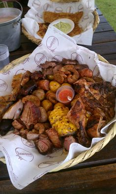 """PICADA"" Meat mix of Colombian barbequed food. Typical Colombian Food, Colombian Dishes, My Colombian Recipes, Colombian Cuisine, Cuban Recipes, Seafood Recipes, Traditional Food, Recipes Appetizers And Snacks, Good Food"