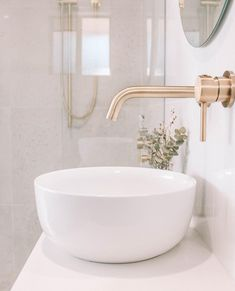 Brushed brass mixers and fixtures paired in a neutral setting will give your bathroom a designer look that will stand the test of time 👌🏽. Bathroom Plants, Small Bathroom, Shiplap Bathroom, Modern Towel Bars, Kitchen And Bath Remodeling, Bathroom Interior Design, Bathroom Inspiration, Bathroom Inspo, Beautiful Bathrooms