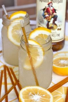 Honey Lemonade Cocktail