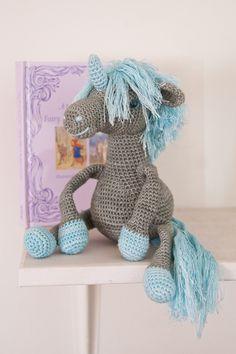 Free crochet unicorn pattern.