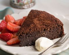 A quick and easy dessert Flourless Chocolate Torte, Afternoon Tea, Easy Desserts, Sweet Tooth, Yummy Food, Sweets, Snacks, Baking, Lchf