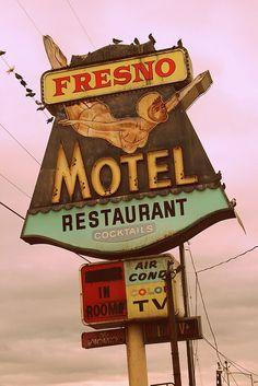 Fresno Motel, Restaurant & Cocktails vintage sign - Fresno, CA Old Neon Signs, Vintage Neon Signs, Neon Light Signs, Old Signs, Advertising Signs, Vintage Advertisements, Road Trip Usa, Station Essence, Retro Signage