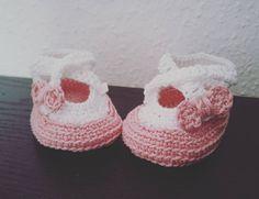 Heute habe ich mal ein paar kleine Schühchen gehäkelt... #handgemacht #handmade #handmadewithlove #nothinglikeanickemade #häkelschuhe #häkelliebe #häkeln #häkelnisttoll #häkelnmachtglücklich #häkelnmachtspass #häkelnfürkinder #häkelnfürbabys #schachenmayr #schachenmayrcatania #crochet #crochetingforkids #crochetforbabys #crochetaddict #crocheting #crochetersofinstagram #crochetlove #crochetshoes #crocheter by lenchen_84