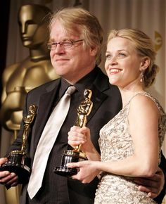 Philip Seymour Hoffman and Reese Witherspoon hold their Oscars after the 78th Annual Academy Awards in Los Angeles on March 5, 2006.