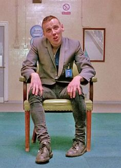 """Ewen Bremner as 'Spud' in """"Trainspotting"""". 90s Movies, Movie Tv, Cult Movies, Irvine Welsh, Film Reels, Perfect Movie, Silly Faces, Funny Scenes, Film Inspiration"""