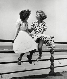 Saul Leiter - Women Sit on Railings Above Blackpool Beach Saul Leiter, Vintage Photography, Street Photography, Timeless Photography, Photography Exhibition, Beach Photography, Old Photos, Vintage Photos, British Holidays