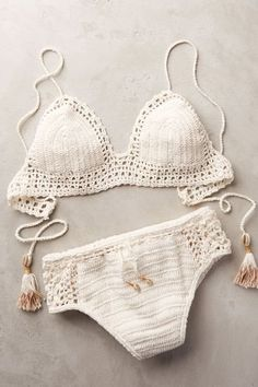 Top Crochet Bikini Pattern Free Easy Bathing Suits - Ruffle Blouses are super feminine and simple to style for an official occasion or for only a Motif Bikini Crochet, Knit Crochet, Crochet Hair, Blanket Crochet, Crotchet Swimsuit, Free Crochet, Style Bobo, Crochet Bathing Suits, Mode Boho