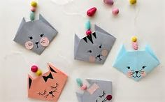How to get children folding EASY ORIGAMI TULIPS. A great starting origami with only a few steps. Origami is a … Gato Origami, Origami Diy, Design Origami, Origami Star Box, Kids Origami, Origami Love, Origami Paper, Simple Origami, Cat Crafts