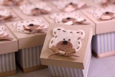 Caixa de Mdf, forrada com tecido, tampa pintada, ursinho de feltro. Papel de seda dentro da caixinha. Embaladas em saquinho de celofane e tag personalizada.  Pedido mínimo 10 peças. R$ 5,90
